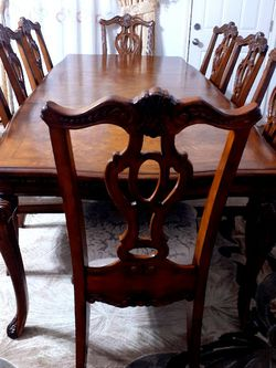 🌹Beautiful wood dining room table with 8 chairs sets GOOD CONDITION . SOLID WOOD. 🌹 2 Chairs Have arms 6 chairs no arm. Table have 2 leaves Each for Sale in Houston,  TX