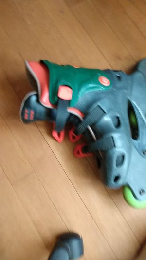Rollerblades size 8 w 7 m for Sale in Collingswood, NJ