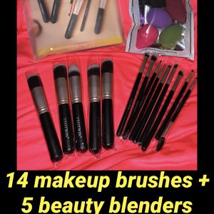 Makeup Brush Set for Sale in Bakersfield, CA