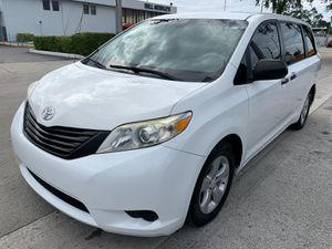 2014 Toyota Sienna LE 7 passenger beauty for Sale in Miami, FL