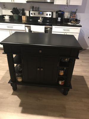 Kitchen island. for Sale in Dania Beach, FL