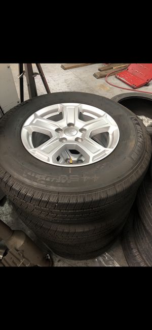 Jeep wrangle 17 wheels and tires for Sale in Miami, FL