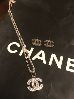 Channel diamond necklace and earrings sm gorgeous! for Sale in Clermont, FL