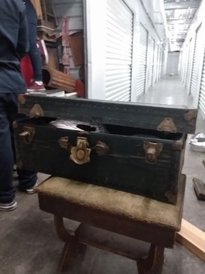 Old vintage chest for Sale in Phoenix, AZ