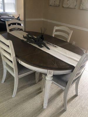 Realin dining table for Sale in South Euclid, OH