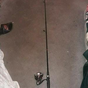 Hablo Espanol Vendo Cana Para Pesca Selling 2 Pice Fishing Rod 27$ Must Pick Up No Delivery Tiene Que Recojer No Lo Puedo Llevar A Su Lugar for Sale in Hesperia, CA