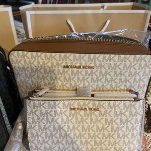 Crossbody Michael Kors y wallet 💯 % Original for Sale in San Bernardino, CA