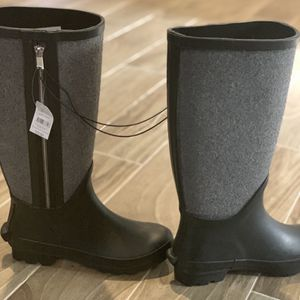 New Rain boots Size 7 for Sale in Oak Lawn, IL