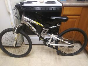 Mongoose youth mountain bike for Sale in Englewood, CO
