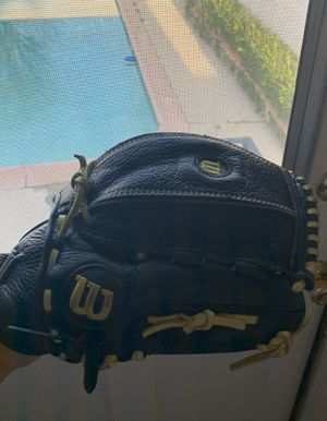 WILSON SOFTBALL 🥎🥎🥎GLOVE SIZE 12 NO TIME WASTERS PLEASE THANK YOU for Sale in Whittier, CA
