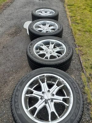Chrome Rims and wheels 20 inch for Sale in Tacoma, WA