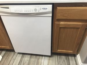 Whirlpool stove complete. And dishwasher for Sale in Las Vegas, NV