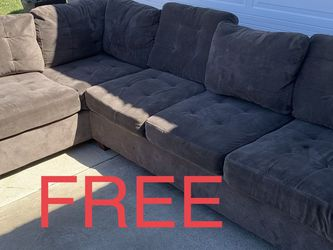 Free Couch for Sale in Anaheim,  CA