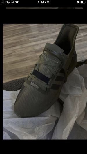 Size 9 1/2 men's adidas for Sale in North Las Vegas, NV