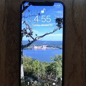 iPhone 11 Pro 512 GB Silver with Applecare for Sale in Valley Cottage, NY