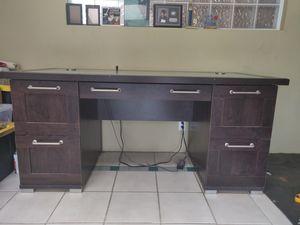 Modern desk for Sale in Chula Vista, CA