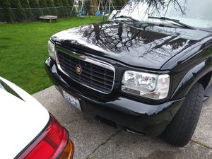 Cadillac escalade body parts.headlamps for Sale in Everett, WA