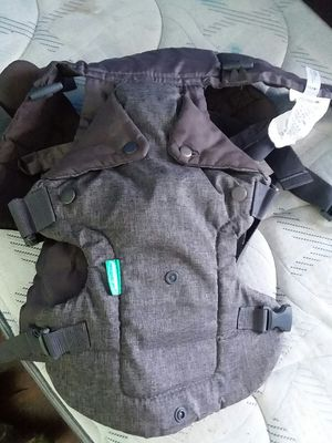 Infantino baby carrier for Sale in Freeburg, IL
