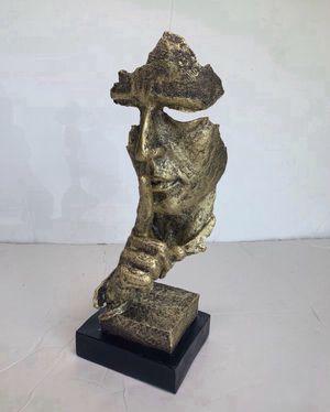 """New in box • home decor statue• Size 13"""" tall • no speaking silent man desk statue for Sale in Miami, FL"""