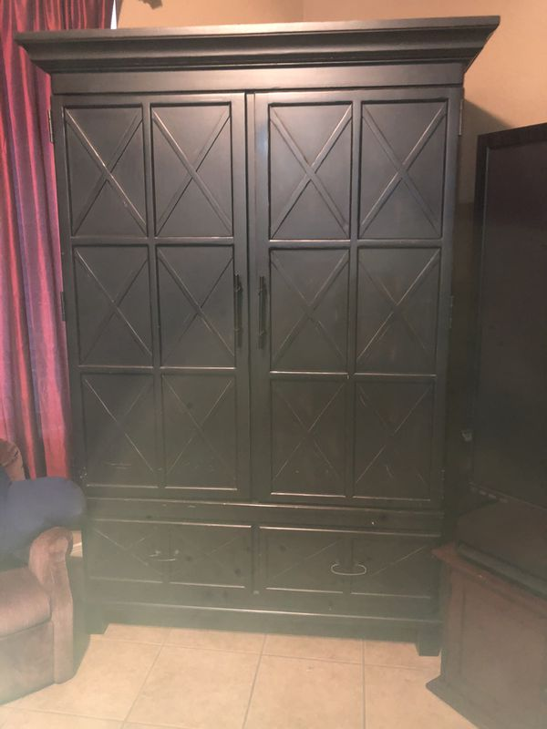 Enclosed entertainment cabinet