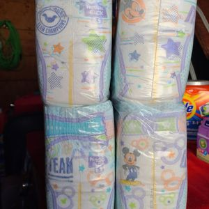 HUGGIES LITTLE MOVERS SIZE 3 147 DIAPERS IN TOTAL TRADE FOR ENFAMIL 12.OZ for Sale in Downey, CA