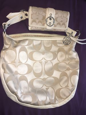 100% Authentic soft ivory Coach hobo bag for Sale in South San Francisco, CA