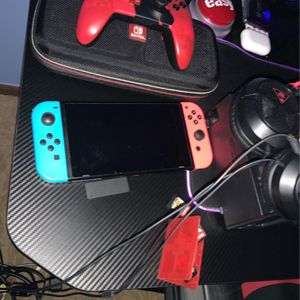 NINTENDO SWITCH WITH CONTROLLER CASE HEADPHONES AND 5 GAMES for Sale in Novi, MI