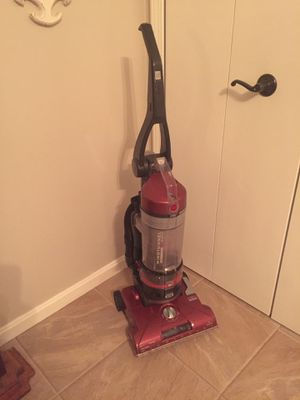 Hoover Vacuum. for Sale in Chesterland, OH