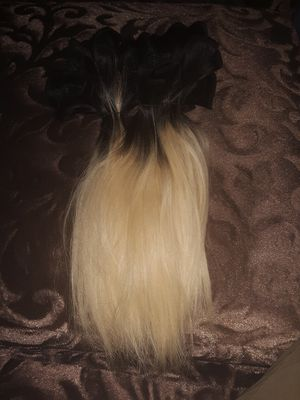 "10"" Used Ombre Human Hair Bundle for Sale in Saginaw, MI"