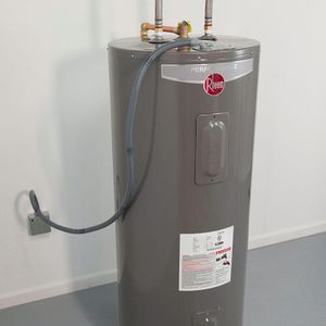 NEW Rheem 40 Gallon hot water heater including PRO install! for Sale in Orlando, FL