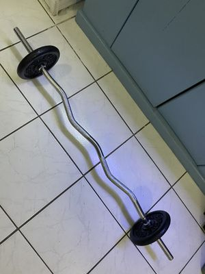 Ez curl bar with plates for Sale in Miami, FL