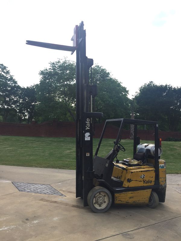 Yale model forklift 4 stage mass runs and drives great