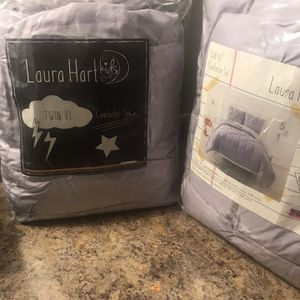 2 Twin Comforters / 2 Pillows Cases for Sale in Phoenix, AZ