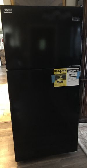 Maytag 18 cu. ft Top Freezer refrigerator in Black for Sale in San Antonio, TX