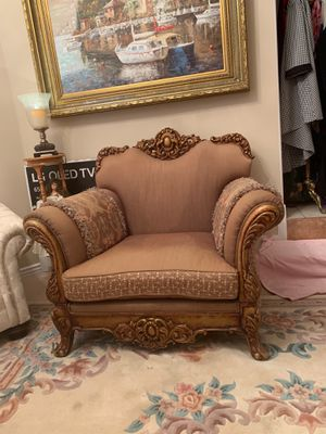 Antique large chair with beautiful hand carved wood. for Sale in West Jordan, UT