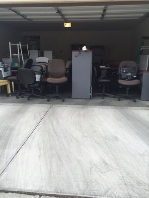 Tons of office furniture desks, printers and chairs for Sale in Las Vegas, NV