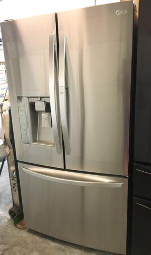 """DOOR IN DOOR BOTTOM FREEZER LG FRIDGE FESHFILTER MULTY AIR FLOW. 36"""" for Sale in Anaheim, CA"""