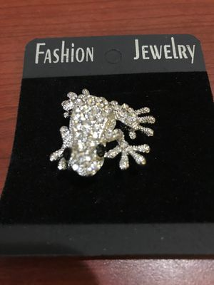 BRAND NEW CLEAR CZ FROG BROOCH for Sale in Seaford, DE