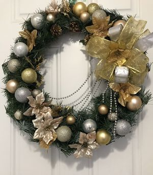 Gold Christmas wreath door decor for Sale in Orlando, FL
