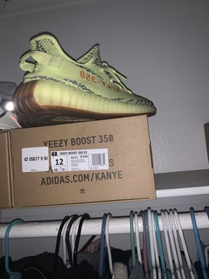 YeeZy for Sale in Los Angeles, CA