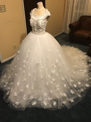 Wedding dress, made by Sena Masoud Bridal, worn only once for 5 hours, excellent condition. for Sale in Peoria, IL