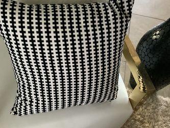 Pier One Decorative Pillows $30 for Sale in Miami,  FL