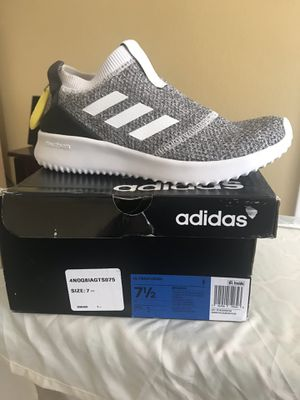 Adidas women's size 7.5 for Sale in St. Petersburg, FL