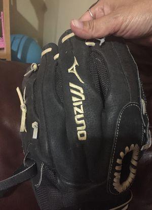 Mizuno Left Baseball glove for Sale in Fort Lauderdale, FL