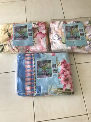 """New luxury 100% cotton velour blankets. Soft and breathable.Queen size 60""""x80""""( 150x180)cm. $25 each..This quality blankets you will enjoy for years. for Sale in North Miami Beach, FL"""