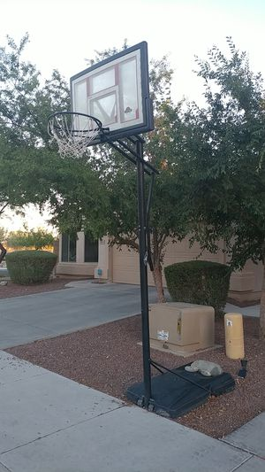 Basketball hoop for Sale in Peoria, AZ