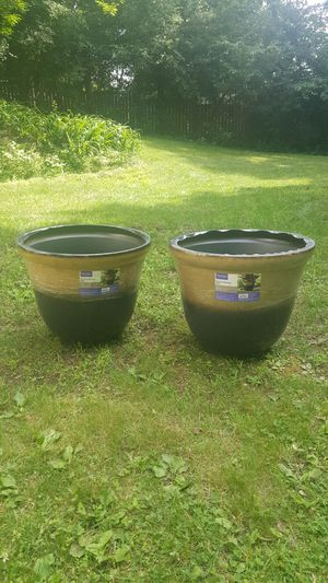22 inch round planters for Sale in Cadott, WI