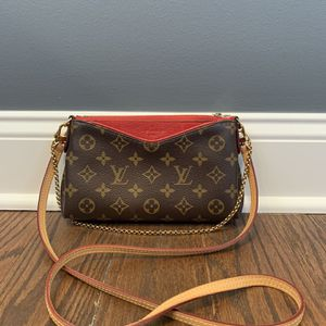 Louis Vuitton Pallas Clutch Bag for Sale in Palatine, IL