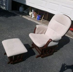 $100 USED normal wear no tear or damages rocking glider nursery chair bought for over $240 on Amazon for Sale in El Monte, CA