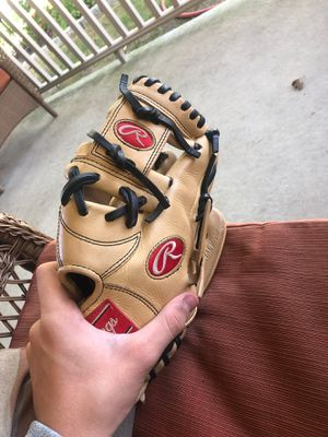 Rawlings baseball glove for Sale in Drexel Hill, PA